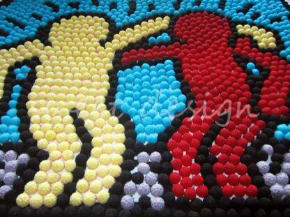 Muñecos de chuches amarillo y rojo con moras