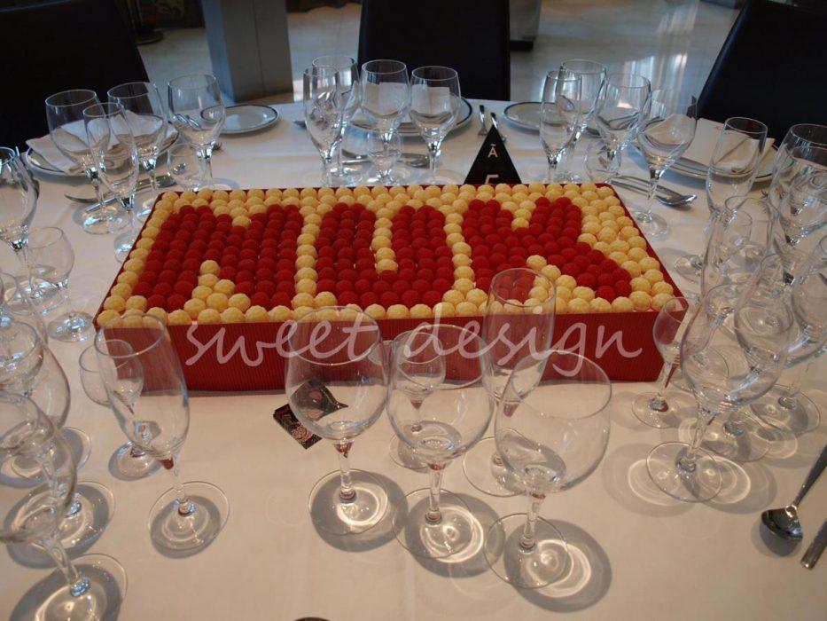 Logotipo de Nuk en gominolas amarillas y rojas
