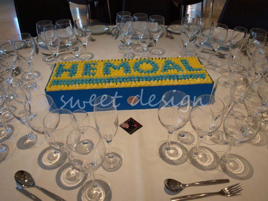 Logotipo de Hemoal en gominolas de frambuesa y limón
