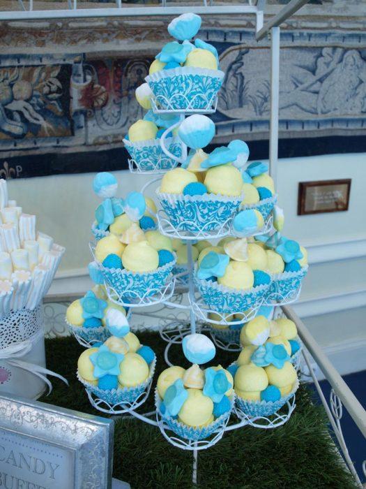 Cupcakes de chuches en colores amarillo y azul