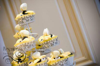 Cupcakes de chuches en colores amarillo y negro