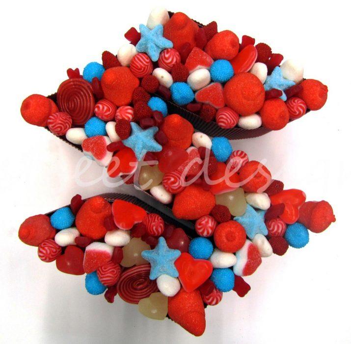 Chucherías variadas azules, blancas y rojas