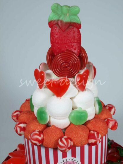 Cesta con gomitas de fresa