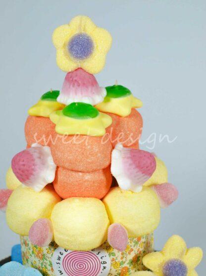 Flores de azúcar estrellitas de gominola rellenas y besitos fresa