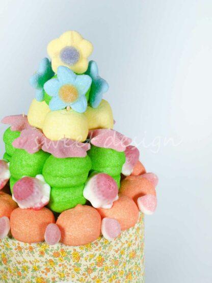 estrellas de chuches y flores de chuche para una tarta