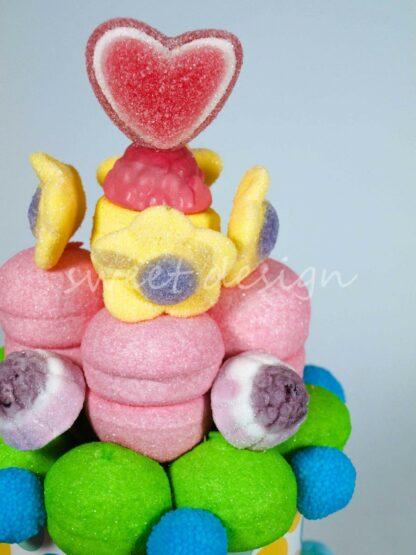 Corazón de azúcar frambuesas moras rellenas y flores de chuche
