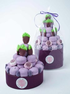 Tarta de chuches color morado
