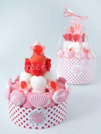 Tarta de chuches colores rosa y rojo