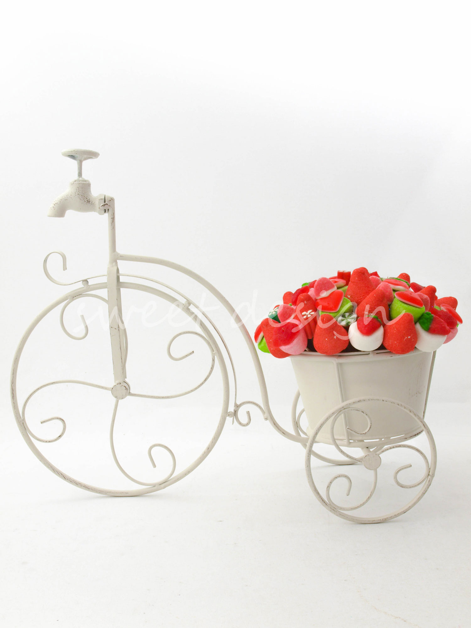 Bici bouquet en rojo verde blanco sweet design for Centros de mesa con chuches
