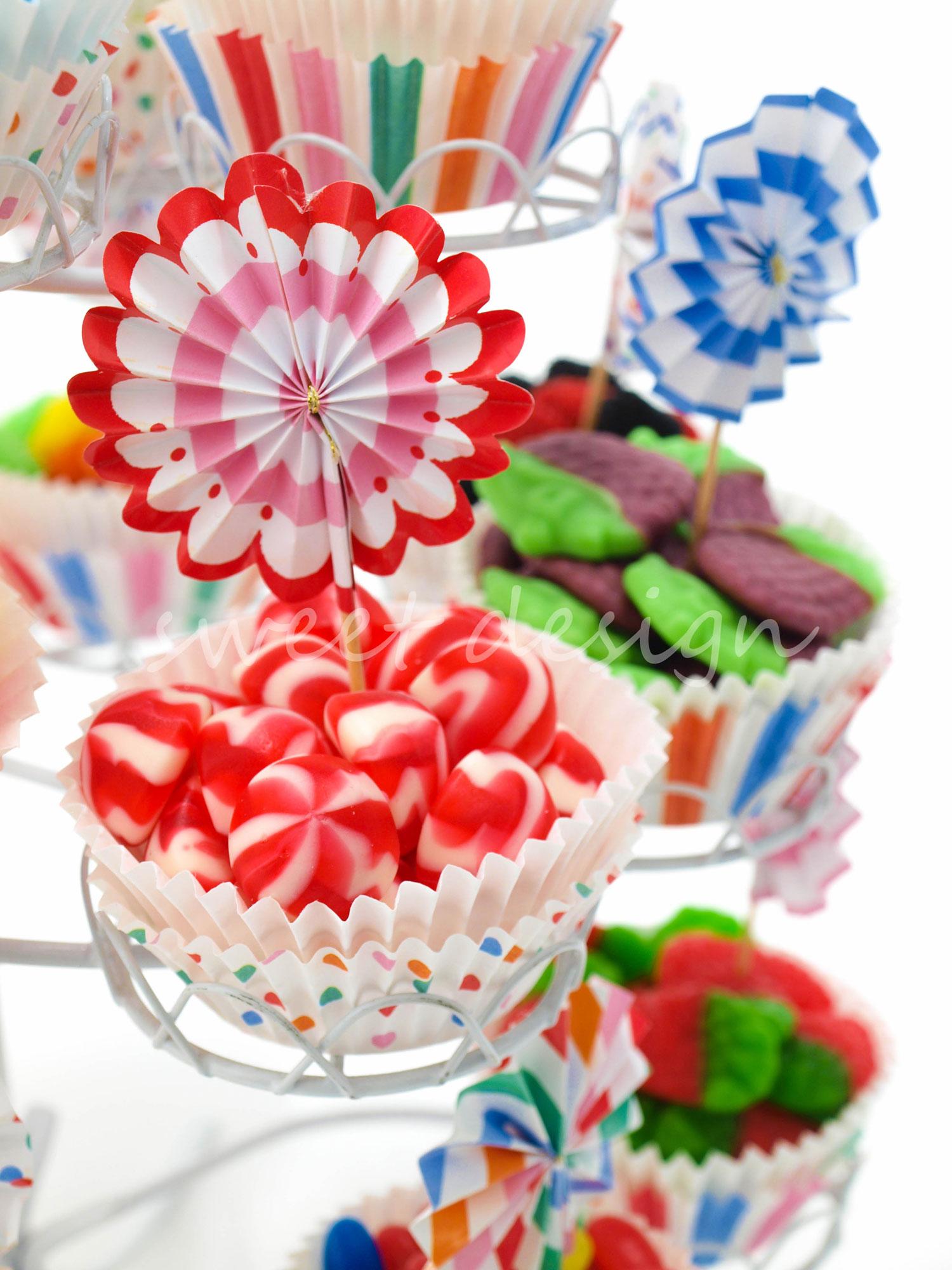 Expositor con 19 cup cakes toot sweet party sweet design for Fotos de mesas de chuches para bodas