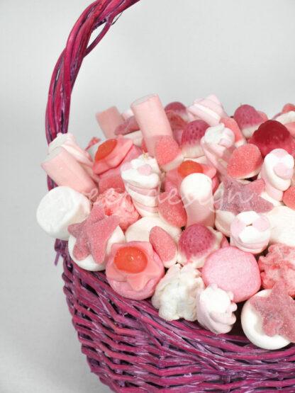 Cesta rosa de chuches rosas para nacimiento niña