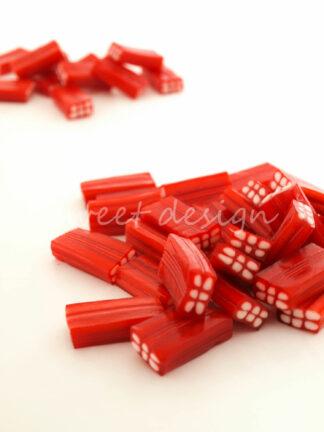 Gominolas de nata y fresa rojas y blancas para candy bar