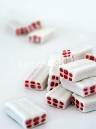 Ladrillos blancos rellenos de fresa