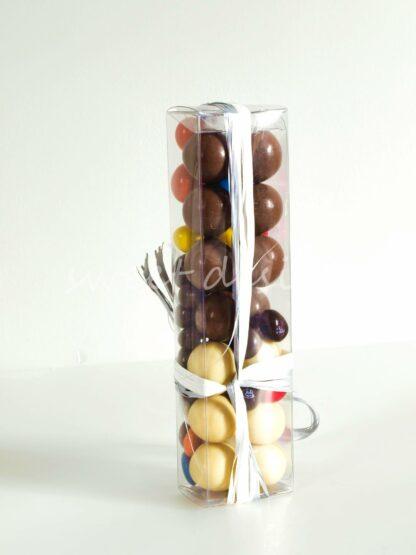 Cajita de acetato con chocolates variados