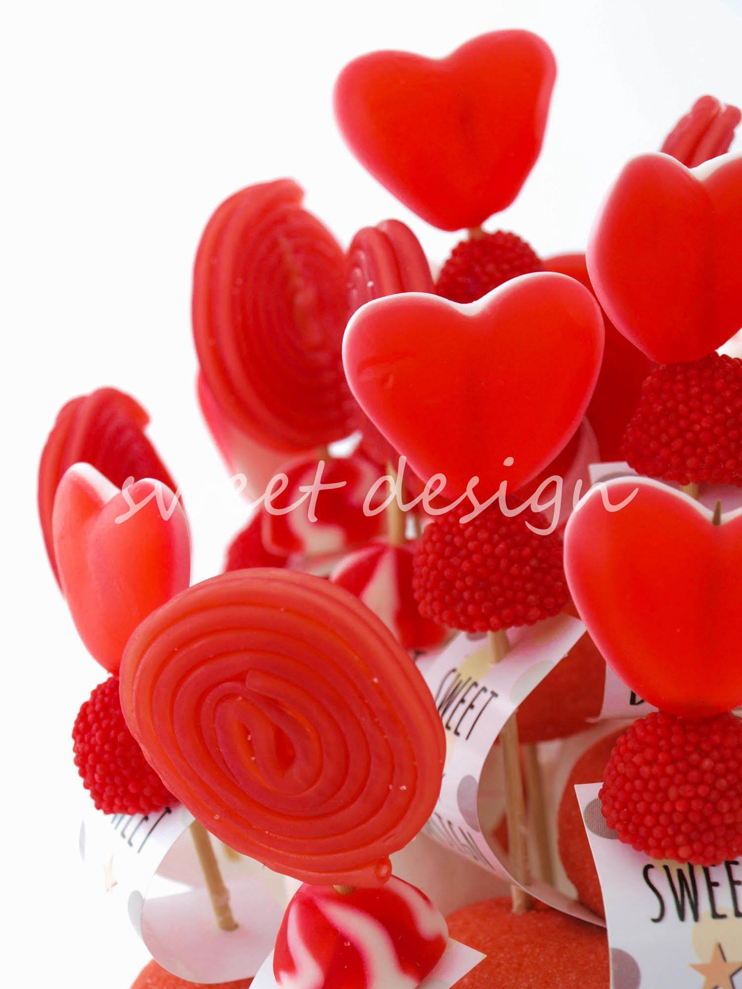 Centro de brochetas rojo blanco sweet design for Pinchos de gominolas