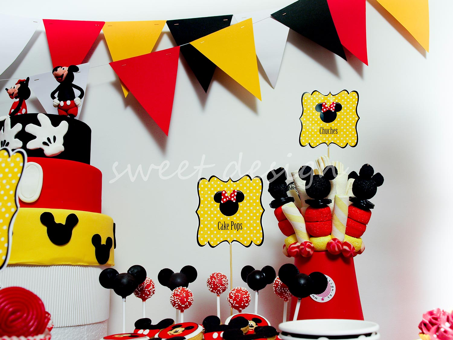 Candy bar fiesta for Mesa de cumpleanos de mickey