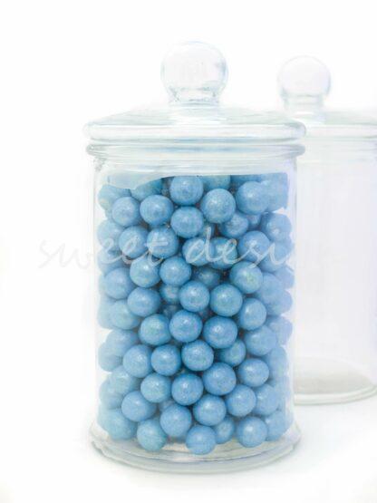 Tarro con bolas de chocolate azules
