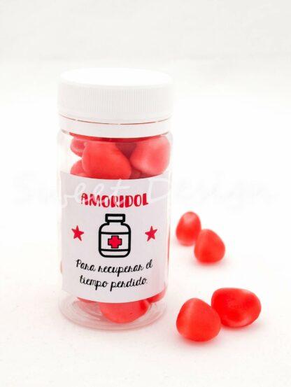 Bote de caramelos rojos