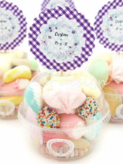 Cupcake de golosinas con pic personalizado