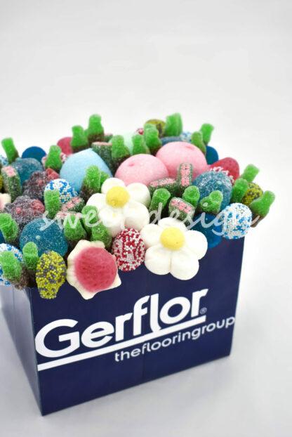 centro de mesa con flores de caramelo
