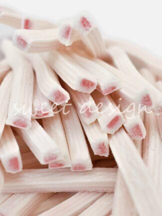 Tizas de Nata Rellenas de Fresa